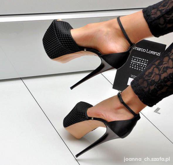 Czarne platformy