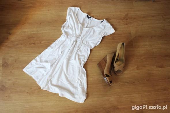 Suknie i sukienki Sukienka biała marszczenie odcinana M L