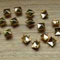 Złote ĆWIEKI PIRAMIDKI 8mm pukle nity kwadraty
