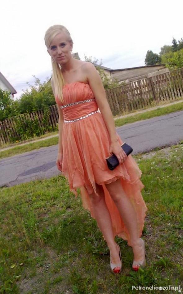 Suknie i sukienki Szyfonowa sukienka z trenem brzoskwiniowa