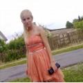 Szyfonowa sukienka z trenem brzoskwiniowa