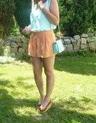 błękit z pomarańczą