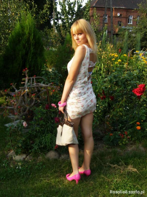 Mój styl Sukienka Kwiatowa Bershka