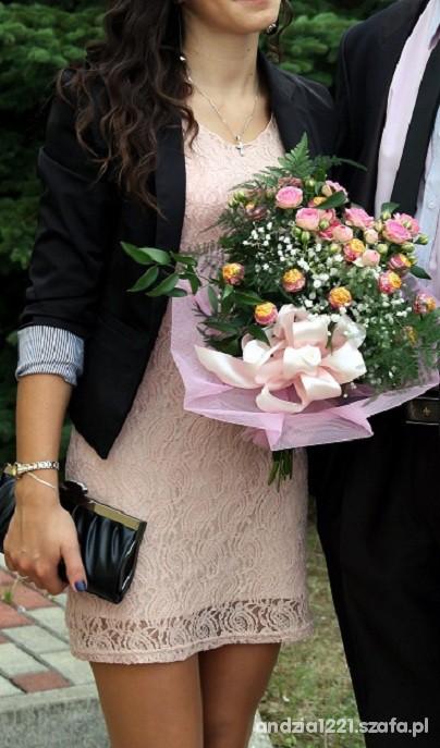 Eleganckie koronkowa sukienka