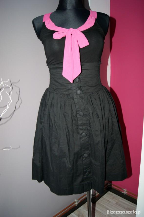 czarna spódnica na guziki z wysokim stanem
