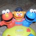 Zabawka pianino z bohaterami z ul Sezamkowej