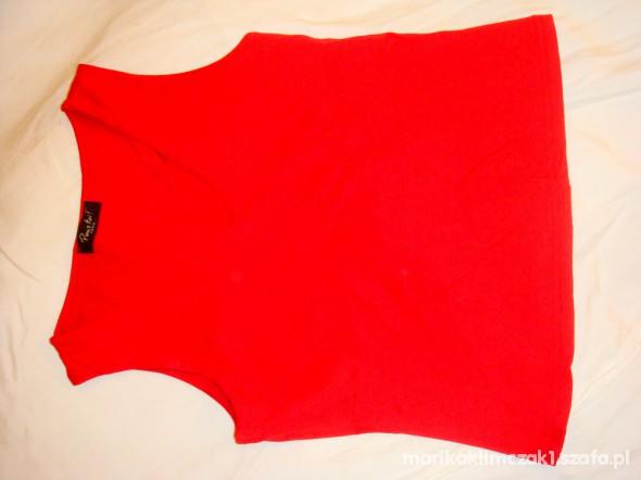 Czerwona bluzeczka bez rękawków...