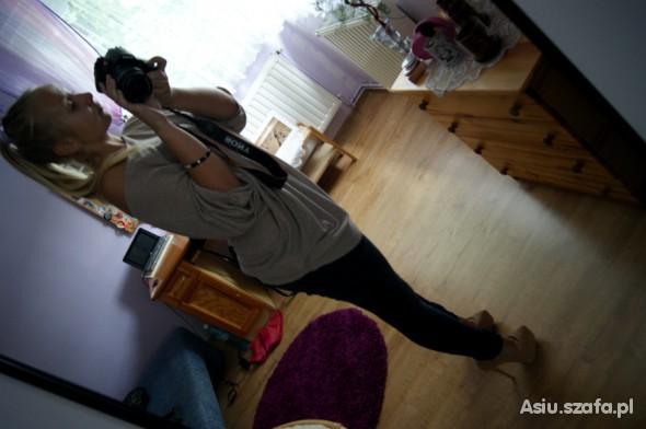 Mój styl Jeansowe rurki i złotawa tunika off shoulder