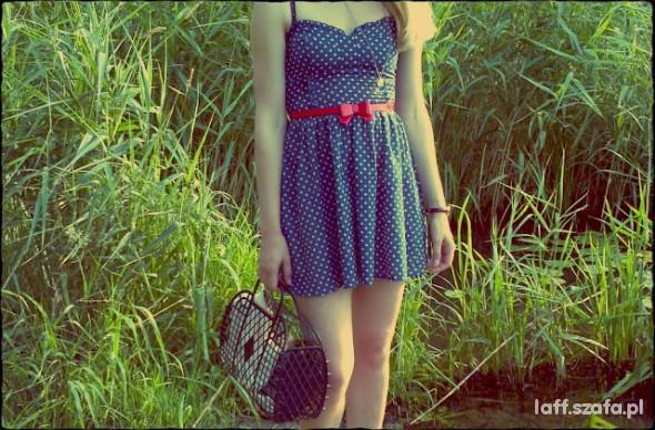 Mój styl sukienka w groszki i koszyczek H&M