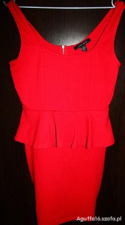 Czerwona sukienka z baskinką New Yorker...