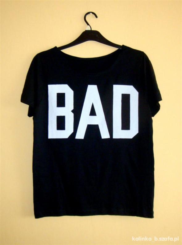 Bluzki czarna bluzka z białym napisem BAD a la misbhv