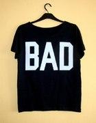 czarna bluzka z białym napisem BAD a la misbhv