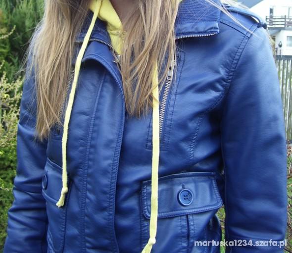 Chabrowa kobaltowa kurtka skórka