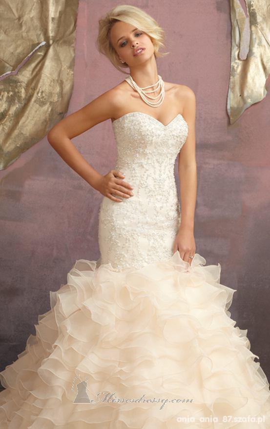 Na specjalne okazje suknia ślubna syrenka