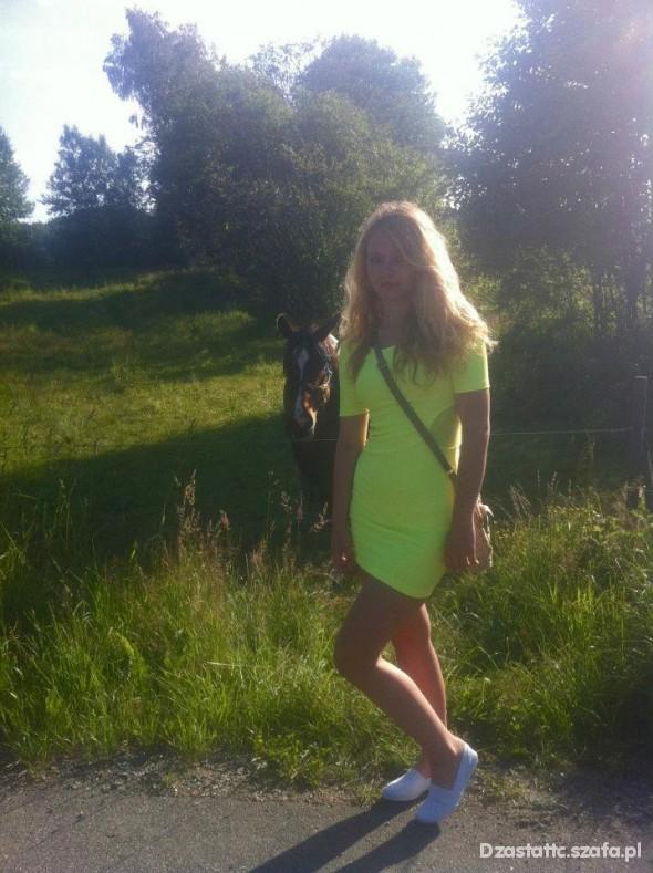 Imprezowe neonowa sukienka