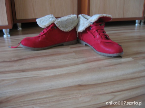 czerwone z futerkiem