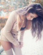 długi sweter z kożuszkiem