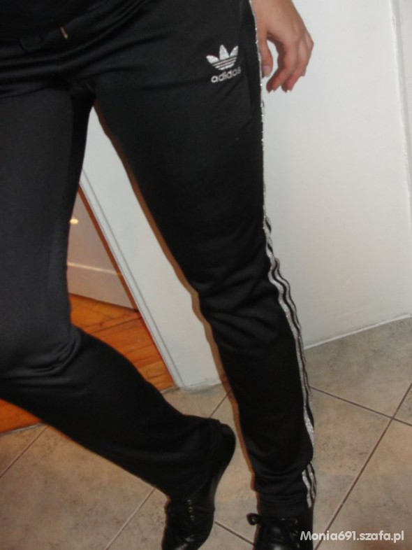 wąskie dresy adidas męskie
