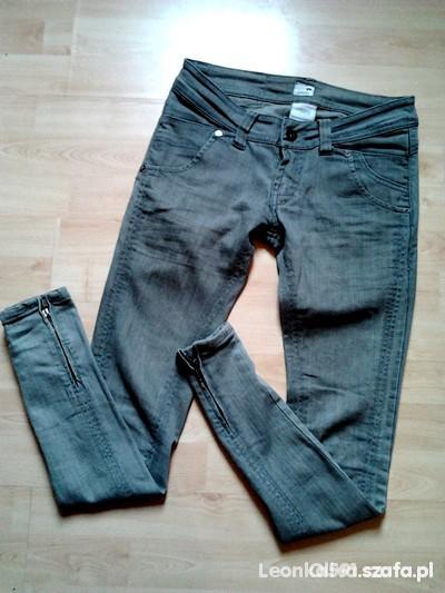 Spodnie Rurki i zamki