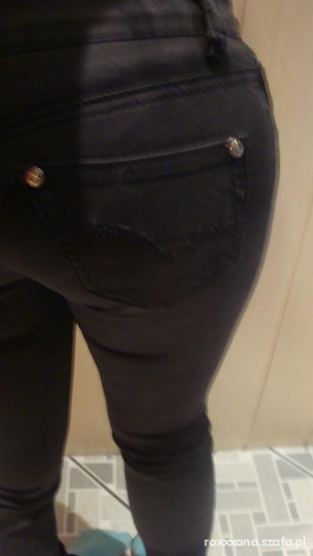 Spodnie WYPRZEDAŻ czarne przylegające rurki