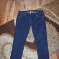 ciemne jeansy