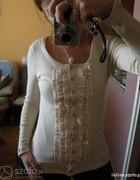 brzoskwiniowy sweterek zabot