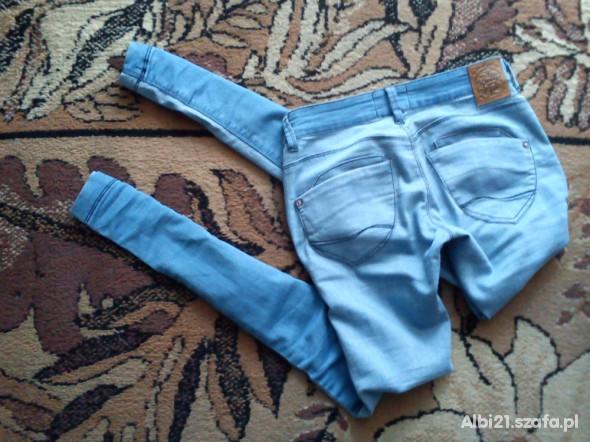 Spodnie Piękne treginsy Stan idealny bershka 34