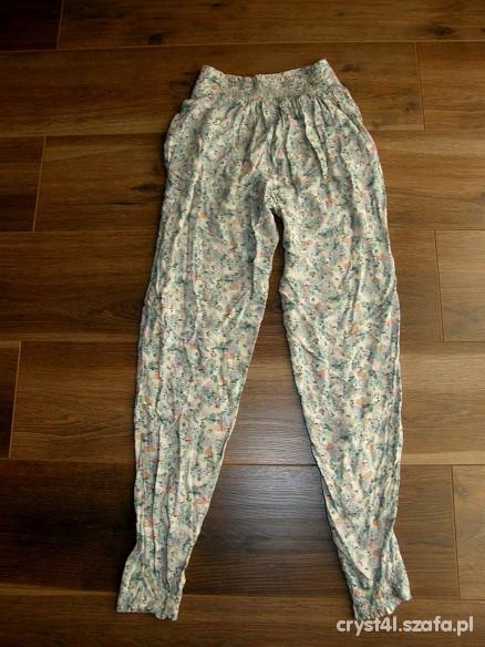 Spodnie luźne spodnie