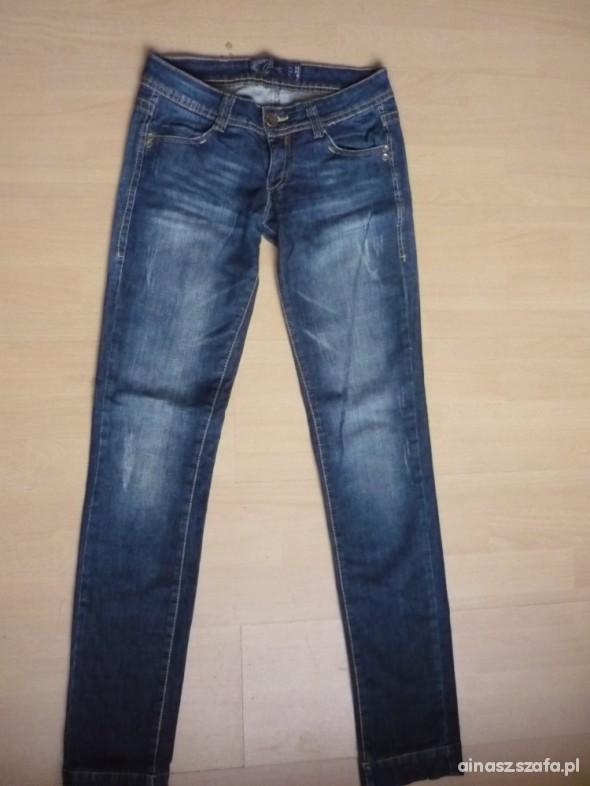 Spodnie Spodnie jeansy BERSHKA rozmiar 34