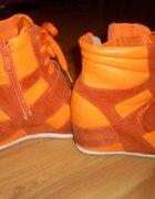 sneakersy pomarancz...