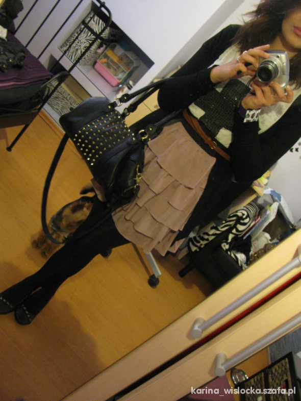 Mój styl Pudrowa spódniczka na sobotę