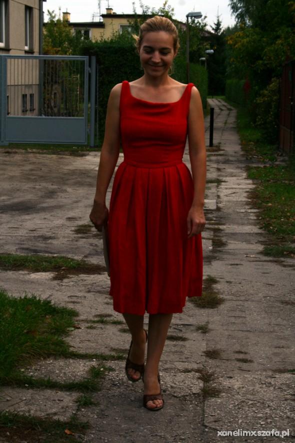 Eleganckie W czerwonej sukience