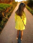 żółty płaszczyk