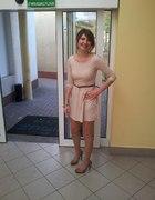 beżowa sukienka Stradivarius...