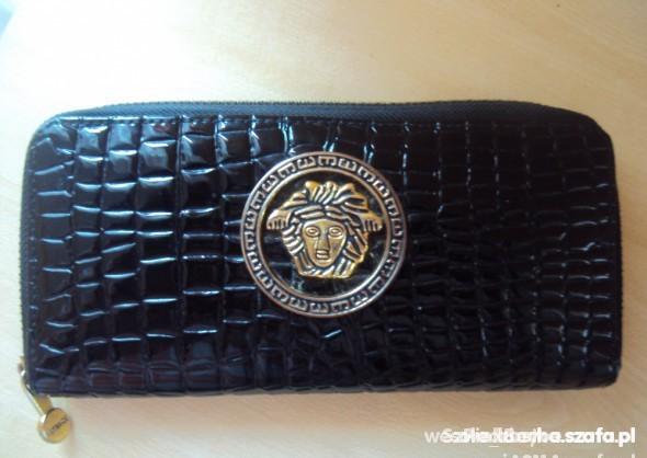 portfelik Versace...