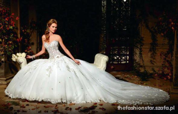 Na specjalne okazje Rewelacyjna suknia ślubna