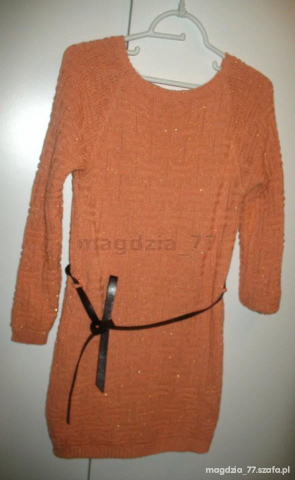 włoski sweter morela złota nitka skórzany pasek