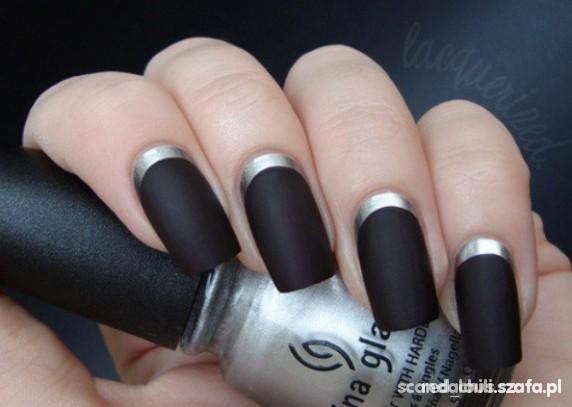Czarny matowy lakier do paznokci