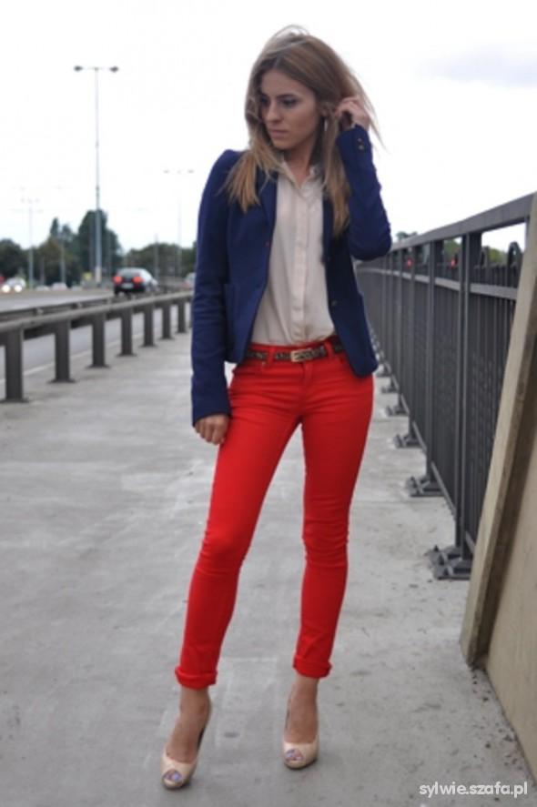 Do pracy czerwone spodnie