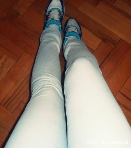 jasne rurki jeansowe spodnie
