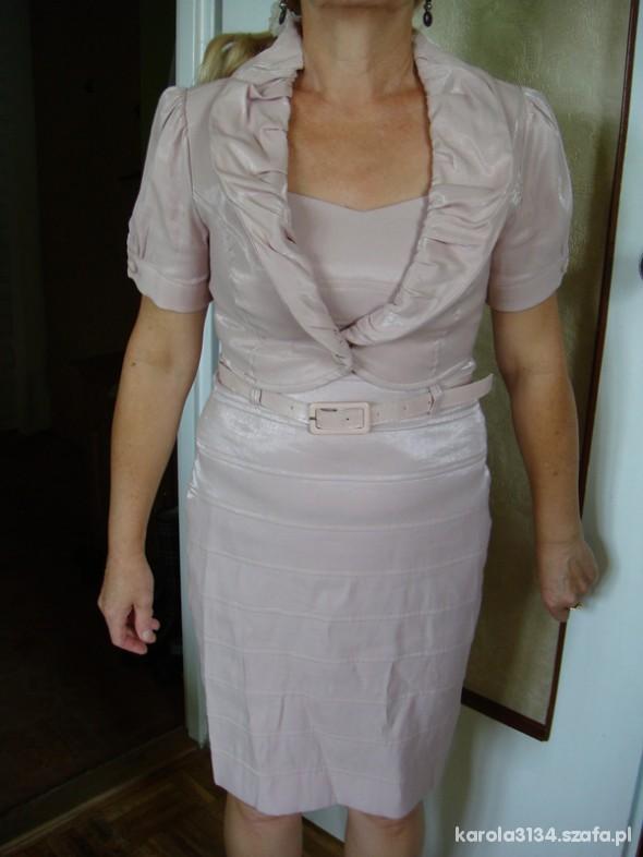 758863c8d2 Garsonki i kostiumy Różowa sukienka na wesele z żakietempołyskiem 38