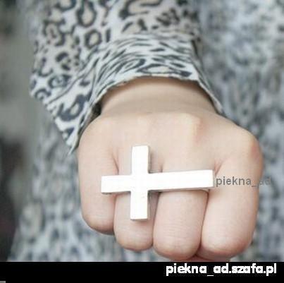 Pierścionek krzyż na dwa palce