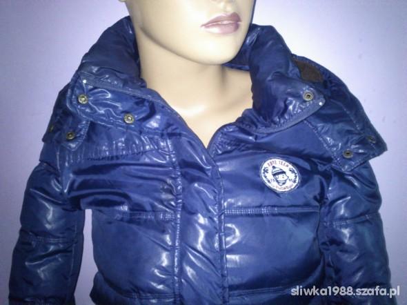 Odzież wierzchnia Granatowa kurtka zimowa marki Pull&Bear