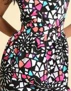 Piękna kolorowa sukienka ASOS z gołymi plecami