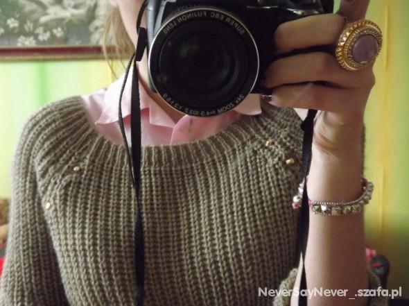 sweterek z ćwiekami