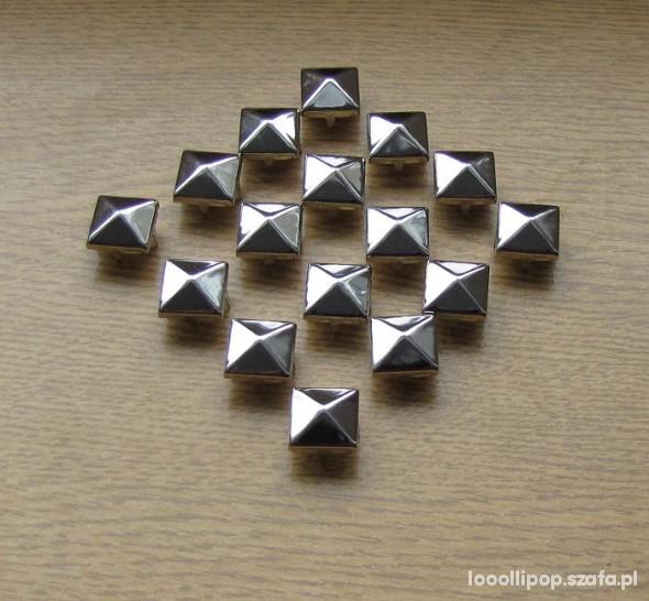 Pozostałe Piramidki ćwieki srebrne 12mm