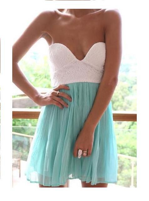 Asymetryczna sukienka miętowa koronka