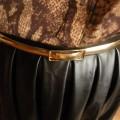 Rozkloszowana skórzana spódnica w roli głównej