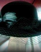 kapelusz z woalką