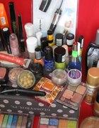 bardzo duża ilość kosmetyków